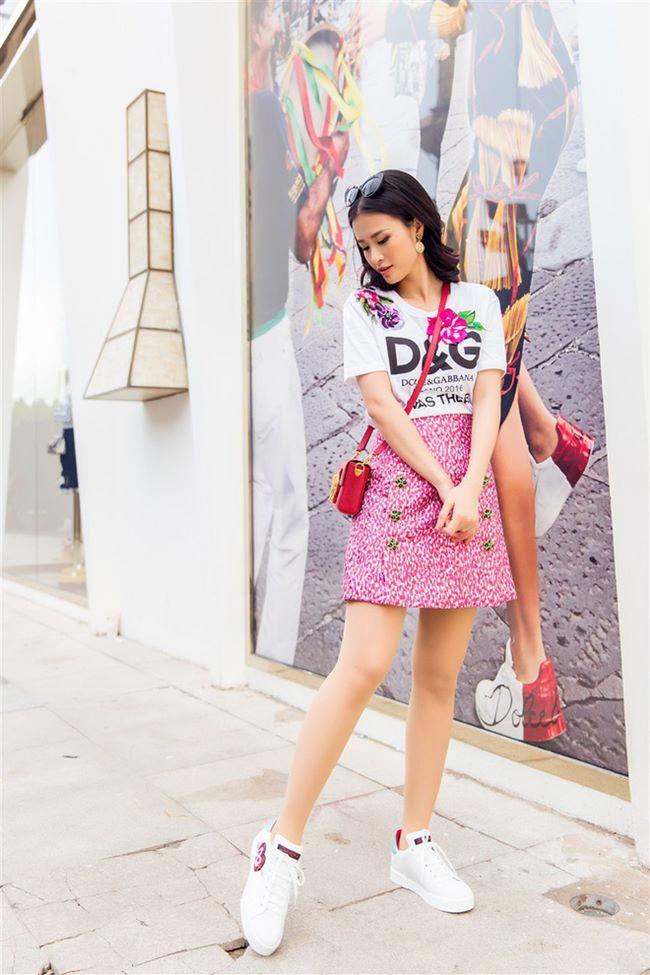 Đông Nhi, Minh Hằng chơi trội chi 28 triệu mua chiếc áo thun hoa hòe - 2