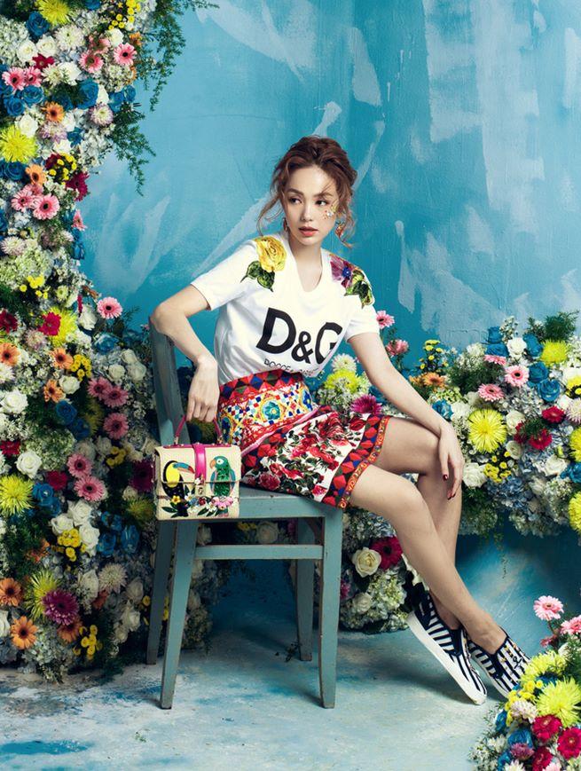 Đông Nhi, Minh Hằng chơi trội chi 28 triệu mua chiếc áo thun hoa hòe - 4