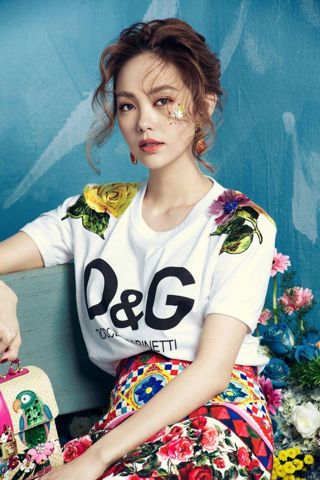 Đông Nhi, Minh Hằng chơi trội chi 28 triệu mua chiếc áo thun hoa hòe - 5