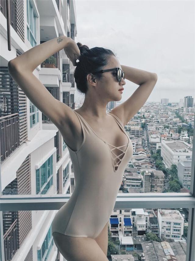 Hương Giang Idol nữ tính với đồ bơi hở lưng rộng mênh mang - 7