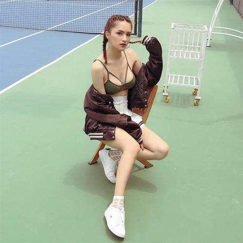 Hương Giang Idol nữ tính với đồ bơi hở lưng rộng mênh mang - 10