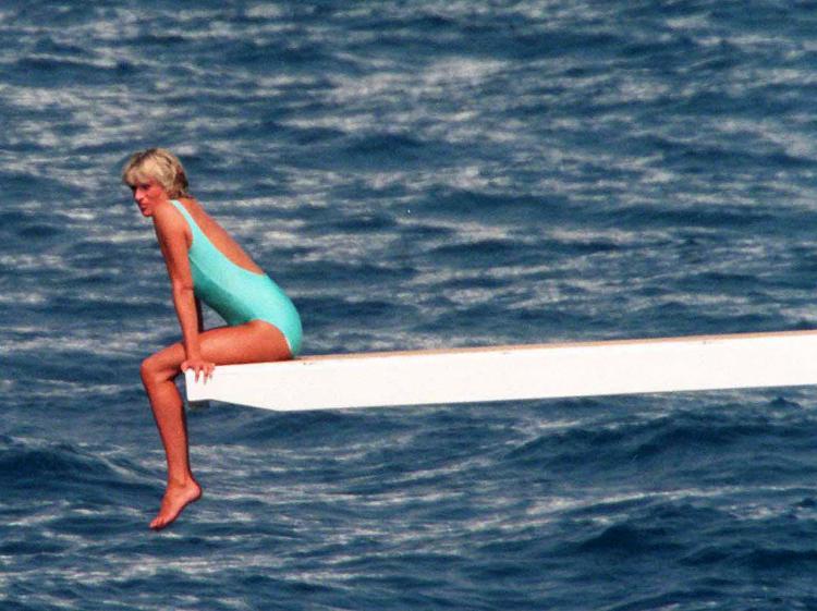 """Không ngờ công nương Diana từng mặc bikini """"chất chơi"""" đến vậy - 6"""