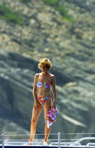 """Không ngờ công nương Diana từng mặc bikini """"chất chơi"""" đến vậy - 7"""