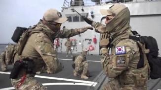 """Xem đặc nhiệm SEAL Hàn Quốc phô diễn tuyệt kỹ """"múa dao"""""""