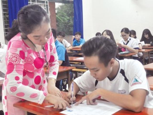 Chấm thi THPT Quốc gia 2017: 'Nội bất xuất, ngoại bất nhập'