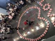 Tình yêu - Giới tính - Vừa nhận lương, chàng trai mua 99 hộp tôm hùm cầu hôn bạn gái