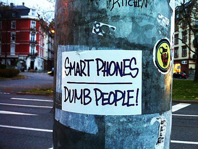 """Đừng """"kè kè"""" điện thoại bên mình nếu không muốn giảm trí thông minh - 1"""