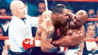 Mike Tyson cắn tai Holyfield: Tròn 20 năm chấn động boxing