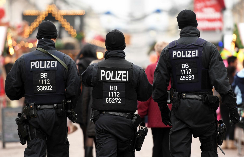 220 cảnh sát mở tiệc thác loạn gây sốc nước Đức - 1