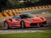 """Tin tức ô tô - """"Động cơ của năm 2017"""" nằm bên trong Ferrari 488 GTB"""