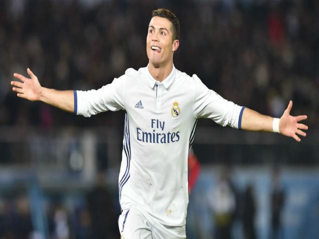 Ronaldo khoe ảnh con
