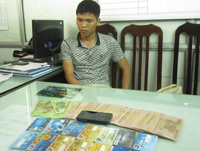 C50 cảnh báo thủ đoạn dùng thẻ ngân hàng giả để trục lợi qua máy quẹt thẻ - 1
