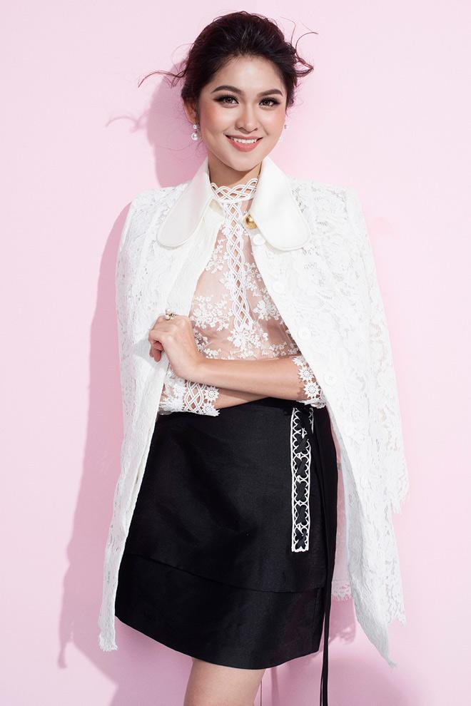Á hậu Thùy Dung lần đầu mặc áo mỏng tang đầy mới mẻ - 1