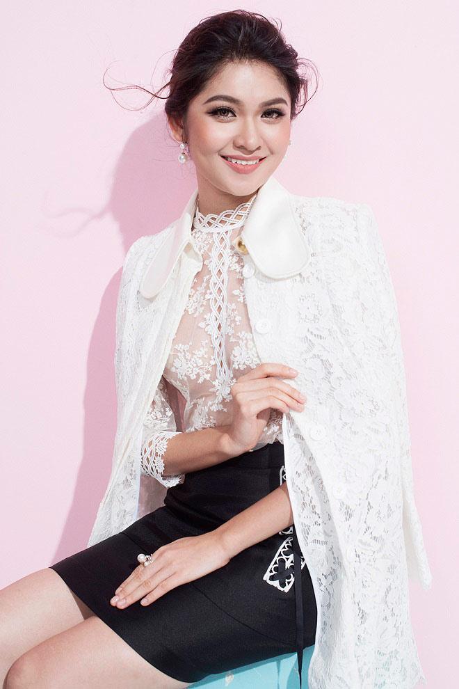 Á hậu Thùy Dung lần đầu mặc áo mỏng tang đầy mới mẻ - 2