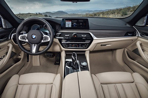 BMW 5-Series Touring 2017 có giá từ 2,2 tỷ đồng - 2