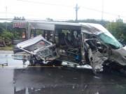 Tin tức trong ngày - Hai xe khách đối đầu cực mạnh, 14 người thương vong