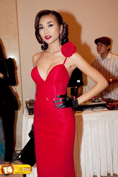 Sao Việt mặc 'sexy' không kém cạnh sao Tây - 1