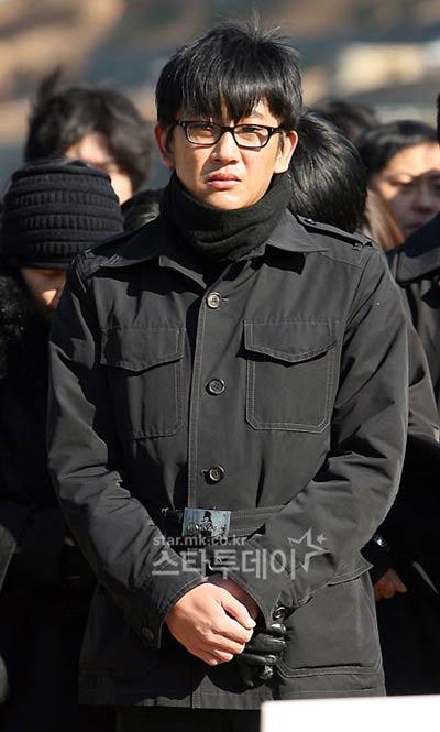 Người hâm mộ xứ Hàn mong thần tượng thôi tự vẫn - 3