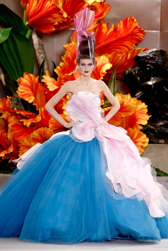 Jessica Alba xúng xính váy hoa đi xem thời trang - 10