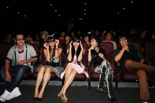 """Hoài Linh đóng phim ma 3D với """"hot girl"""" Elly Trần - 9"""