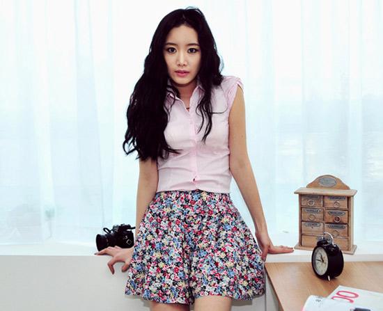 Thời trang công sở: Sooc váy kín mà sexy - 4