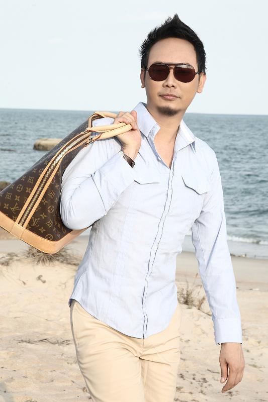 NTK Võ Việt Chung làm… người mẫu - 17