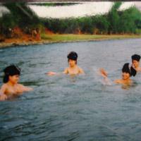 Con gái trắng hồng nhờ tắm ở suối thần Việt Nam