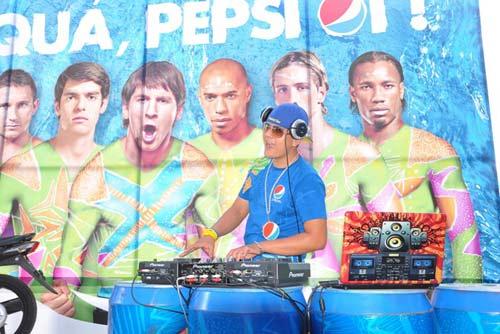 """""""Đã quá, Pepsi ơi"""" với cơn """"Say bão bóng đá """" tại TP.HCM - 12"""