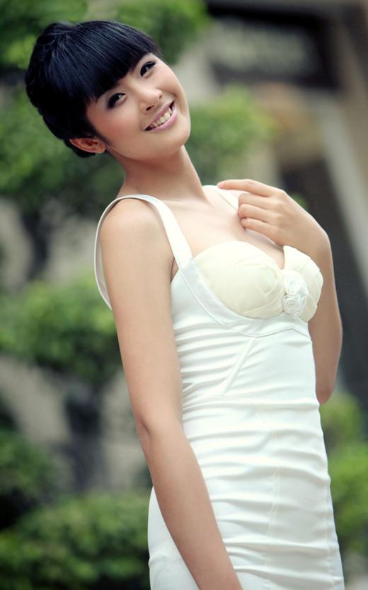 Ngọc Hân mặc váy đẹp trú mưa Sài Gòn - 18