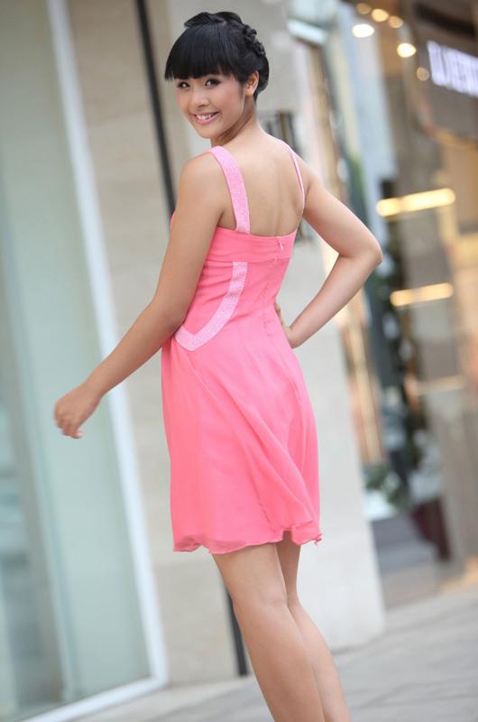 Ngọc Hân mặc váy đẹp trú mưa Sài Gòn - 3