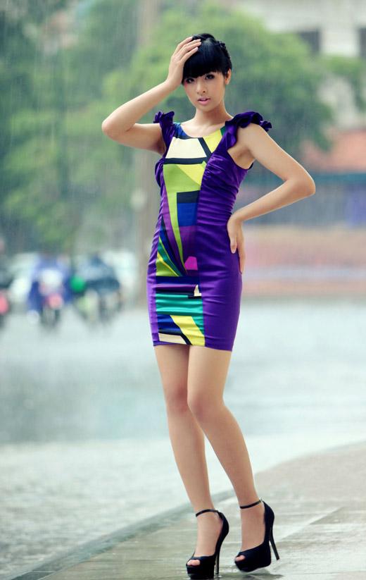 Ngọc Hân mặc váy đẹp trú mưa Sài Gòn - 10