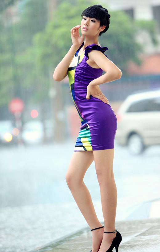 Ngọc Hân mặc váy đẹp trú mưa Sài Gòn - 7