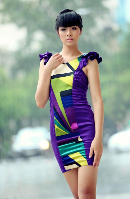 Ngọc Hân mặc váy đẹp trú mưa Sài Gòn - 8