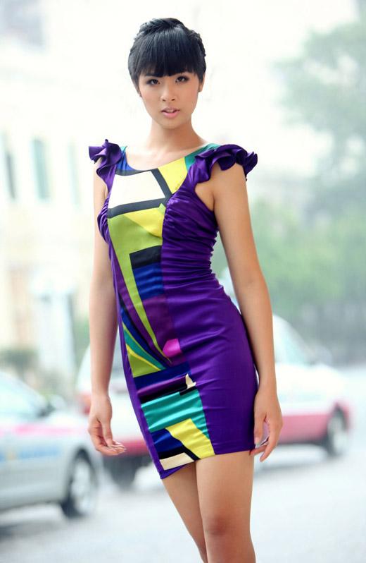 Ngọc Hân mặc váy đẹp trú mưa Sài Gòn - 9