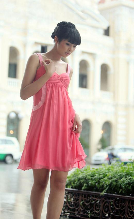 Ngọc Hân mặc váy đẹp trú mưa Sài Gòn - 5