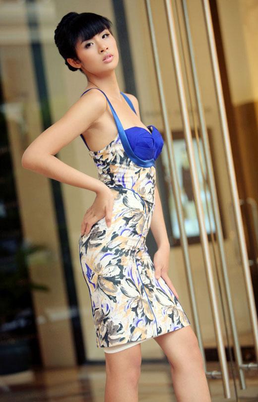 Ngọc Hân mặc váy đẹp trú mưa Sài Gòn - 12
