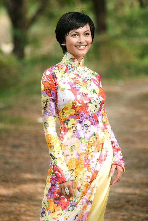 Tư vấn thời trang: Chọn áo dài cho vóc người nhỏ - 1