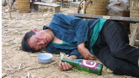 Thôn nữ ế chồng vì bố nghiện rượu - 1