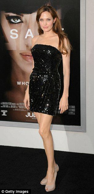 Angelina Jolie diện váy đẹp bên người tình - 2