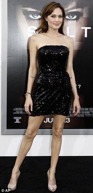 Angelina Jolie diện váy đẹp bên người tình - 6