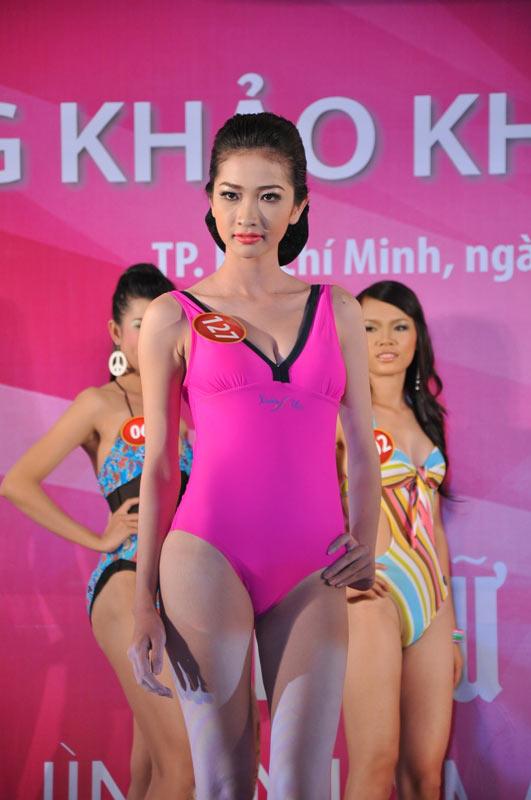 Thí sinh Hoa hậu VN 2010 gợi cảm trong đồ bơi - 5