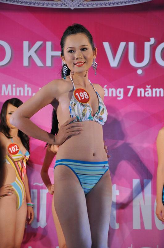 Thí sinh Hoa hậu VN 2010 gợi cảm trong đồ bơi - 6