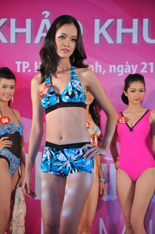 Thí sinh Hoa hậu VN 2010 gợi cảm trong đồ bơi - 9