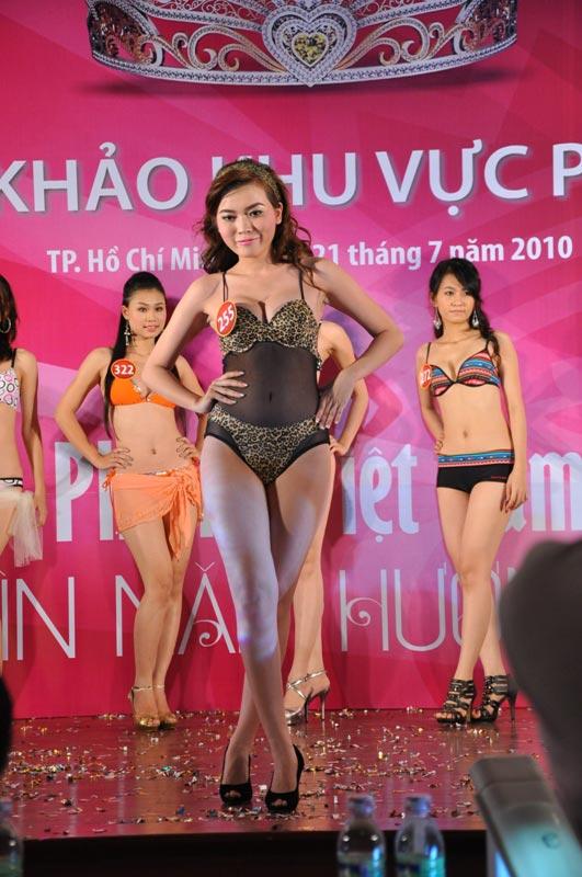 Thí sinh Hoa hậu VN 2010 gợi cảm trong đồ bơi - 10