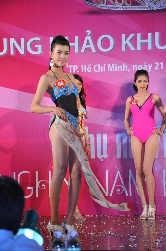 Thí sinh Hoa hậu VN 2010 gợi cảm trong đồ bơi - 8