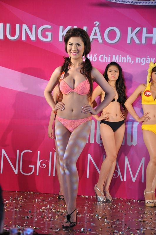 Thí sinh Hoa hậu VN 2010 gợi cảm trong đồ bơi - 12