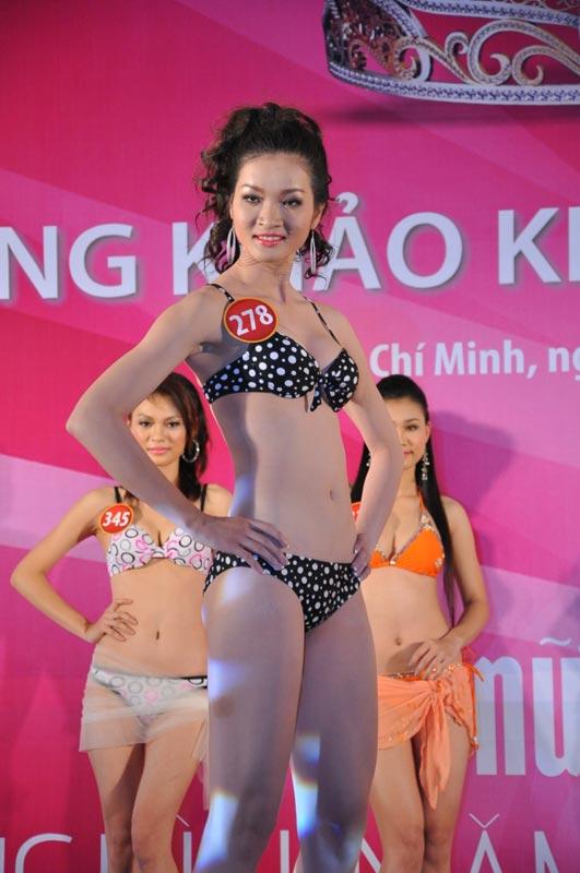 Thí sinh Hoa hậu VN 2010 gợi cảm trong đồ bơi - 7