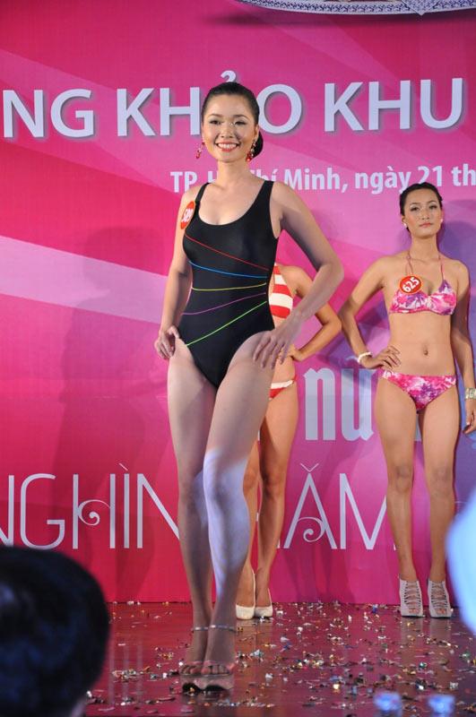 Thí sinh Hoa hậu VN 2010 gợi cảm trong đồ bơi - 3