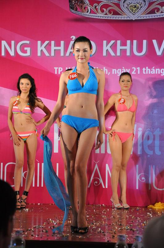 Thí sinh Hoa hậu VN 2010 gợi cảm trong đồ bơi - 4
