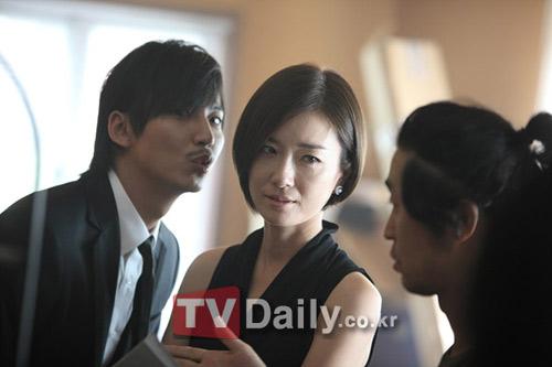 """Ảnh hậu trường """"độc"""" phim Hàn - 3"""